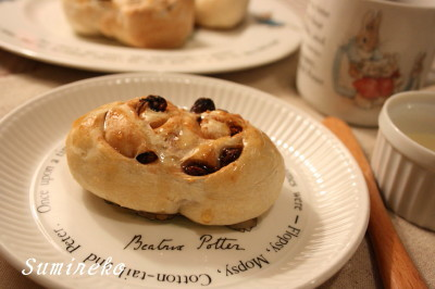 cinnamon raisin maple roll.jpg