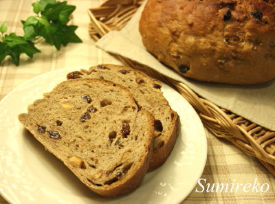nutty cinnamon rasin bread.jpg